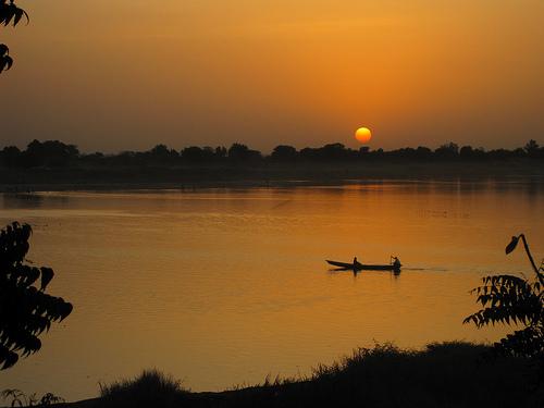 Sonnenuntergang über dem Fluß Chari im Tschad