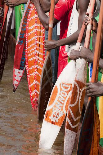 Vor einem Bootsrennen in der Zentralafrikanischen Republik
